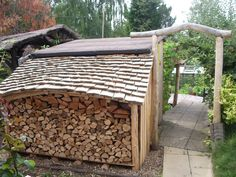 Log store - cedar shingles on the roof Firewood Shed, Firewood Storage, Lumber Storage, Garden Buildings, Garden Structures, Log Shed, Cedar Shingles, Roofing Shingles, Tin Roofing