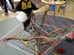 Irresistible Ideas for play based learning - weaving (or a spider theme! Play Based Learning, Project Based Learning, Learning Through Play, Early Learning, Reggio Classroom, Outdoor Classroom, Play N Go, Forest School, Motor Activities