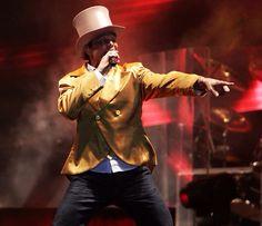 Netinho em 2009 no palco na primeira noite de gravação do seu DVD Netinho e a Caixa Mágica em Aracaju/SE. Música Pra te ter Aqui. DVD lançado em 2010. Concepção e Direção Netinho.