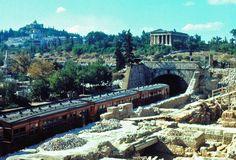 The wooden train : Route Kifissia-Piraieus.
