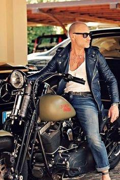 bald men in leather jacket sitting on a bike. Stylish Mens Haircuts, Stylish Mens Outfits, Men's Leather Jacket, Biker Leather, Jacket Men, Leather Jackets, Stylish Men Over 50, Bald Men Style, Male Style
