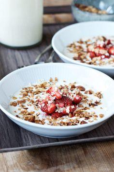 Hjemmelavet koldskål - den bedste opskrift Danish Food, Food Inspiration, Foodies, Cereal, Sweet Tooth, Oatmeal, Brunch, Food And Drink, Healthy Recipes