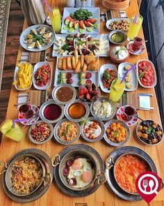 What do you think is the most wonderful day of the day? Food N, Good Food, Food And Drink, Yummy Food, Breakfast Platter, Breakfast Recipes, Brunch, Turkish Breakfast, Ramadan Recipes