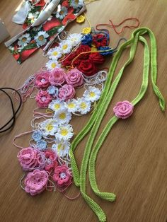 Midsommarkrans – PysselNetan Crochet Motifs, Tunisian Crochet, Crochet Patterns, Crochet Bebe, Diy Crochet, Crochet Ideas, Magic Ring, Crochet Flowers, Diy Tutorial