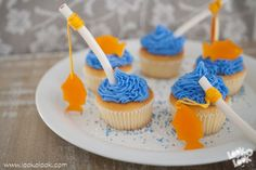 Fish #Cupcakes ♥ Make the cutest cupcakes with Look-O-Look #candy. These fish cupcakes are nice for #birthday #parties