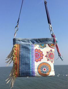 Fascinating Useful Tips: Hand Bags Diy Free Pattern hand bags and purses crossbody.Hand Bags And Purses Chanel hand bags tutorial diy. Great way to repurpose fabric!Crossbody bag Ibiza style with jeans and fringesDenim and floral fabric combination. Diy Sac, Denim Handbags, Fabric Handbags, Mk Handbags, Denim Purse, Denim Crafts, Diy Handbag, Recycled Denim, Patchwork Bags
