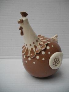 Poule Boule : Hauteur : 12 cm - Prix : 30 € Chicken Painting, Chicken Art, Cement Crafts, Clay Crafts, Ceramic Painting, Ceramic Art, Ceramic Chicken, Chicken Quilt, Clay Birds