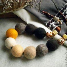 Купить Войлочные бусы «Dessert» - войлочные бусы, украшение на шею, украшение из войлока, бусы, классика
