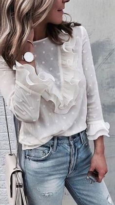 Spring outfit - White blouse - Jeans - Look Mode Outfits, Trendy Outfits, Fashion Outfits, Womens Fashion, Fashion Tips, Fashion Trends, Fashion Websites, Short Outfits, Ladies Fashion