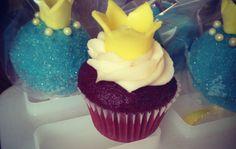 sweetstreet.com | Cake pops and mini cupcakes
