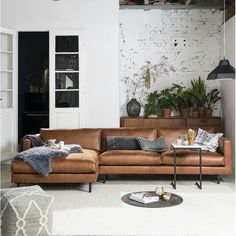 Stylish Ways to Decorate brown living room carpet tips for 2019 Brown Couch Living Room, New Living Room, Home And Living, Living Room Inspiration, Design Inspiration, Sofa Design, Interior Design, Room Interior, Living Room Designs