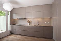 7 inspiring modern mini Kitchens to copy Cozinhas modernas por sandra marchesi architetto Kitchen Room Design, Kitchen Cabinet Design, Modern Kitchen Design, Home Decor Kitchen, Interior Design Kitchen, Kitchen Ideas, Kitchen Appliance Storage, Grey Kitchen Designs, Kitchen Layout