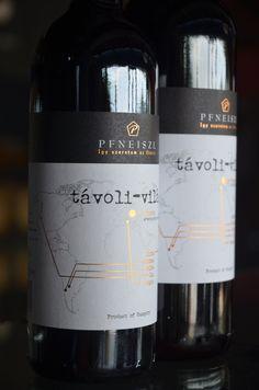 """Pfneiszl Távoli Vilag """"Wide World"""". Een """"wereldwijn"""" gemaakt van Shiraz, Sangiovese, Zinfandel, Malbec en Camenère. De CV van een jonge wijnmaakster, Birgit Pfneiszl, in één fles. Cv, Vineyard, Wine, Drinks, Bottle, Drinking, Beverages, Vine Yard, Flask"""