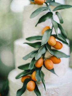 Fresh Orange decorated wedding cake | Citrus Sage Specialty Cocktail | Curated By Hey Wedding Lady | via Mountainside Bride