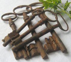 6 Rusty French Keys