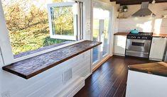 Table amovible avec vue sur la nature © Mint tiny house company