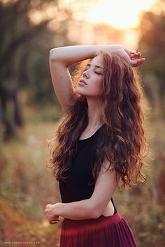 37 Best Portrait Photography Poses You Looks So Beautiful - Elva Photography Photography Poses Women, Outdoor Photography, Portrait Photography Inspiration, Woman Portrait Photography, Senior Girl Photography, Candid Photography, Poses Modelo, Model Foto, Outdoor Portraits