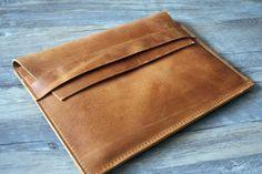 Leder Macbook Tasche, Retro Macbook Noteboo Hülle von trdesign auf DaWanda.com