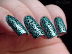 Dazzling Green Geo Glitter Nails: http://walerica.blogspot.ru/2014/09/moyou-london-el-corazon-423501-lh.html