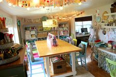 10 Secrets Behind This Tidy Craft Room... Awesome pictures! Sewing Room Organization, Craft Room Storage, Craft Rooms, Space Crafts, Home Crafts, Craft Space, Yarn Crafts, Bead Crafts, Sewing Crafts