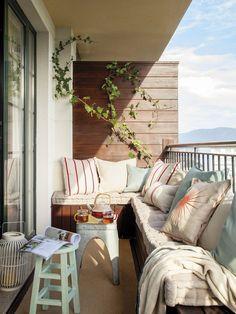 Un petit duplex en Galice pour profiter de la plage - PLANETE DECO a homes world Modern Balcony, Small Balcony Design, Small Balcony Decor, Balcony Ideas, Balcony Decoration, Angled Bedroom, Banquette Palette, Banquette D Angle, Ideas Terraza