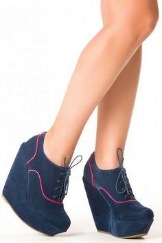 Zapatos de plataforma azules. Cómodos y con un color muy fácil de combinar.