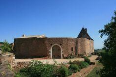 Замок Лейн – #Франция #Бургундия (#FR_D) Теперь в замке отель и бургундские виноградники рядом.  ↳ http://ru.esosedi.org/FR/D/1000447573/zamok_leyn/