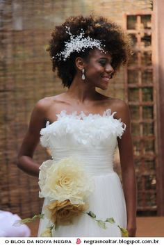 Best Wedding Hairstyles For Natural Afro Hair - Hair Styles - Hair Style Ideas Natural Hair Wedding, Natural Wedding Hairstyles, Natural Afro Hairstyles, Bride Hairstyles, Natural Hair Brides, Belle Hairstyle, Dreadlock Hairstyles, Updo Hairstyle, Black Hairstyles
