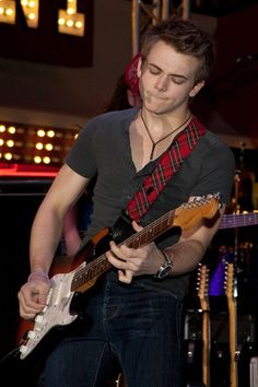 Hunter Hayes being talented