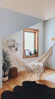 Living Room Hammock, Hammock In Bedroom, Home Living Room, She Shed Interior Ideas, Bonus Room Design, Hammock Ideas, Ocean Room, Indoor Hammock, Studio Room