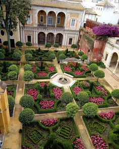 A perfect English garden in Sevilla, Spain. Who wouldn't want to live here? Did you know English gardens were developed in the century? Formal Garden Design, Herb Garden Design, Vegetable Garden Design, Garden Paths, Garden Landscaping, Formal Gardens, Outdoor Gardens, Italian Garden, Garden Architecture