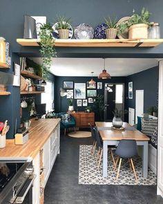 These navy walls! 😍❤ These navy walls! Home Decor Kitchen, Diy Kitchen, Interior Design Living Room, Home Kitchens, Kitchen Ideas, Kitchen Themes, Kitchen Pictures, Living Room Kitchen, Kitchen Inspiration