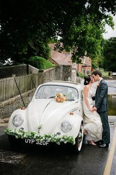 Weddbook ♥ For a cute moment a beautifully decorated car to add a lovely finishing touch to your wedding vehicle is here. The decoration is done by beautiful flowers, You can customized the decoration according to your favours. This gorgeous car is perfec Perfect Wedding, Dream Wedding, Bridal Car, Wedding Car Decorations, Wedding Transportation, Wedding Planning Timeline, Vw Beetles, Just Married, Belle Photo
