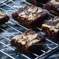 Learn to bake perfect whole wheat, eggless bourbon biscuits, a treat for every chocolate lover! Banana Flour, Raw Banana, Baked Banana, Bourbon Biscuit Recipes, Bourbon Biscuits, Cinnabon Cinnamon Roll Cake, Brownie Recipes, Cake Recipes, Banana Brownies