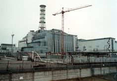 At 105m (344 ft) high and spanning 257 m (843 ft), it will cover both Reactor 4 and the hastily built 1986 structure.