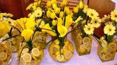 Centros de Mesa con rodajas de Limon y flores amarillas ...divinos para cualquier ocasion.-
