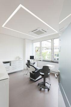 Zahnarztpraxis Berlin by fl!nk.architekten | zahnarztpraxis | behandlungsraum | lichtvoute | modern