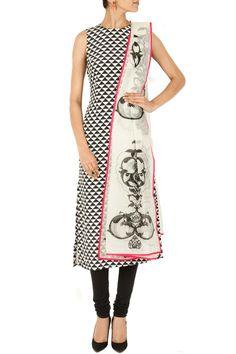 Black and white triangle print kurta set BY PAYAL SINGHAL.