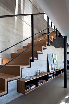 Modern Stairs // Pitsou Kedem Architects have completed the design of a penthouse apartment in Tel Aviv, Israel. Pitsou Kedem, Escalier Design, Stair Handrail, Handrail Ideas, Railings, Timber Stair, Stair Detail, Modern Stairs, Contemporary Stairs