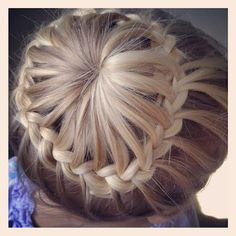 Another pinner wrote: Halo Braid. This looks hard but it's actually easy. So this is how it's done PMTS. Pretty Hairstyles, Girl Hairstyles, Braided Hairstyles, Style Hairstyle, Halo Braid, Bun Braid, Braid Hair, Fishtail Bun, Braided Ponytail
