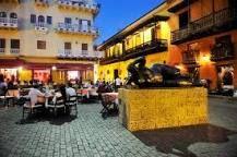 plaza santo domingo cartagena - Debe su nombre a la Iglesia de Santo Domingo, ubicada en una de sus esquinas. Un lugar rodeado de restaurantes para disfrutas un rato agradable con familia y amigos