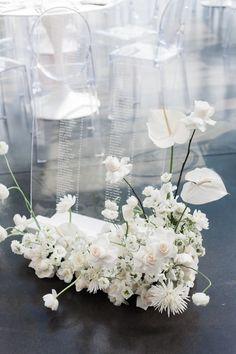 White Wedding Flowers, Floral Wedding, Wedding Bouquets, White Flowers, Contemporary Wedding Decor, Luxury Wedding Decor, Wedding Signs, Our Wedding, Flower Decorations