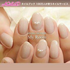 instagram : yukachisoシアーグレージュのワンカラーにパールのアクセサリーネイル♪オフィスネイルにおすすめです(*^^*)#nailart #nails #ネイルアート... ネイルデザインを探すならネイル数No.1のネイルブック