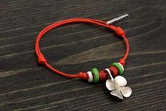 Мартеничка Paracord Bracelets, Paracord Ideas, Leather Bracelets, 8 Martie, Cardboard Crafts, Jewelry Patterns, Handmade Bracelets, Baba Marta, Jewlery