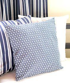 Blue Alcove Geometric Flower Cushion Cover - Navy and White (SGCC-50) Blue Alcove http://www.amazon.in/dp/B00MIWRPT2/ref=cm_sw_r_pi_dp_m.vUub040RCRC