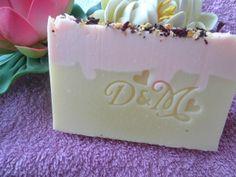 Jabón natural de Rosas blancas y jazmín.