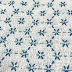 Yekaterina Zagrebina | VK Hand Embroidery Stitches, Hand Embroidery Designs, Embroidery Techniques, Cross Stitch Embroidery, Embroidery Patterns, Machine Embroidery, Embroidery Needles, Embroidery Books, Embroidery Scissors