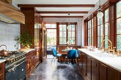 Bring your kitchen trends home! EXIT Realty XL will help you find it! Call These Are the Next Big Kitchen Trends of 2018 Leaded Glass Cabinets, Glass Cabinet Doors, Wood Cabinets, Classic Kitchen, Big Kitchen, Design Kitchen, Wooden Kitchen, Tudor Kitchen, Victorian Kitchen