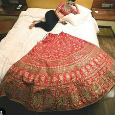 look at this lazy bride. Indian Bridal Outfits, Indian Bridal Lehenga, Bridal Dresses, Indian Dresses, Bridal Poses, Bridal Photoshoot, Bridal Shoot, Sabyasachi Bride, Lengha Saree