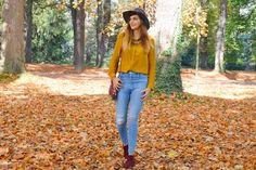 Look automne : chemise jaune moutarde, jean destroy, chapeau gris et boots bordeaux  http://alittledaisyblog.com/look-mode-automne-jaune-moutarde/